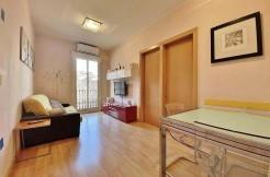 excelente-apartamento-en-venta-con-licencia-turistica-junto-el-camp-nou-salon-1