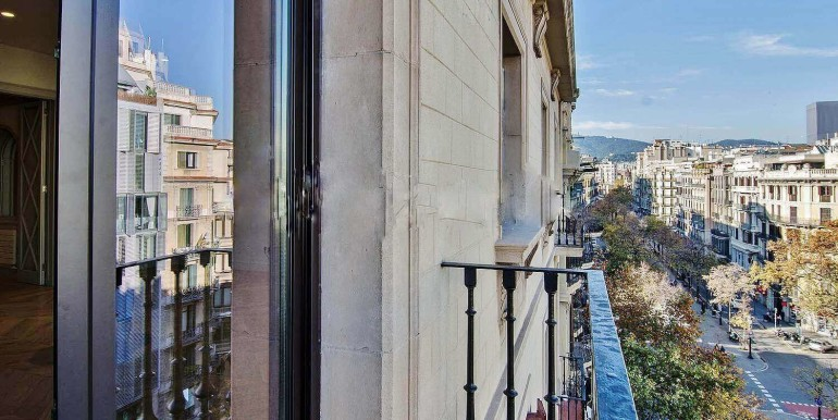 elegante-piso-en-venta-en-rambla-catalunya-balcon-1