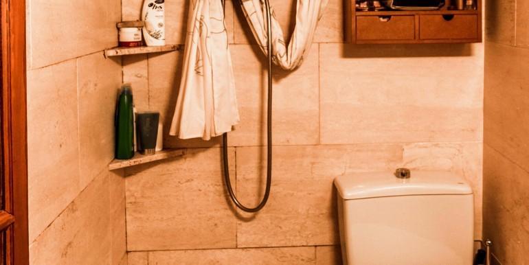 encantador-piso-en-venta-en-el-emblematico-barrio-del-born-bano-1