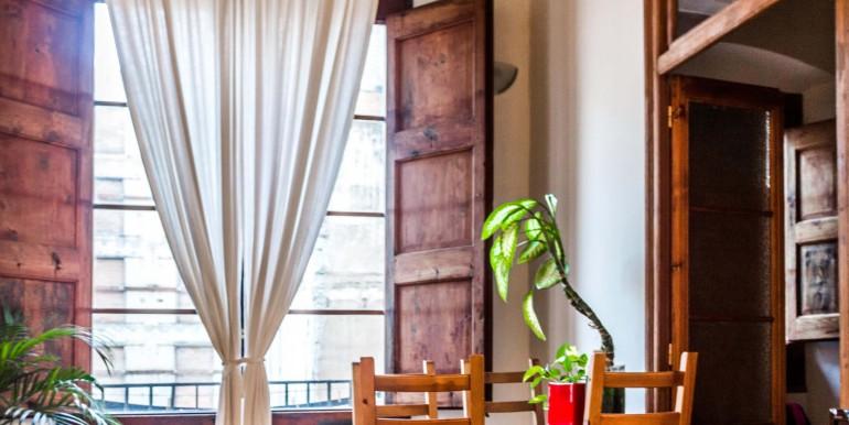 encantador-piso-en-venta-en-el-emblematico-barrio-del-born-salon-1