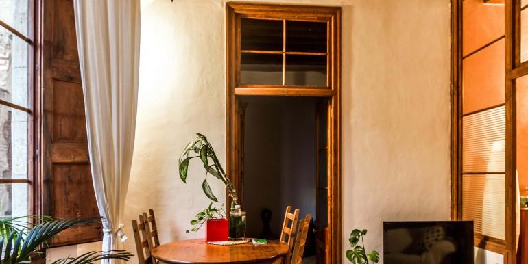 encantador-piso-en-venta-en-el-emblematico-barrio-del-born-salon-4