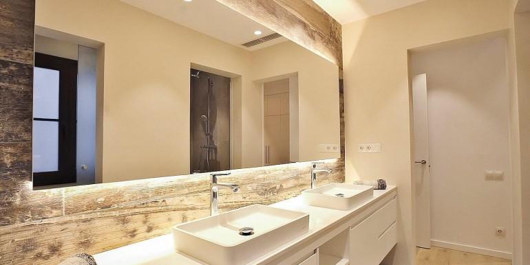 exquisito-piso-de-obra-nueva-en-venta-de-dos-habitaciones-junto-la-placa-medinaceli-bano-1