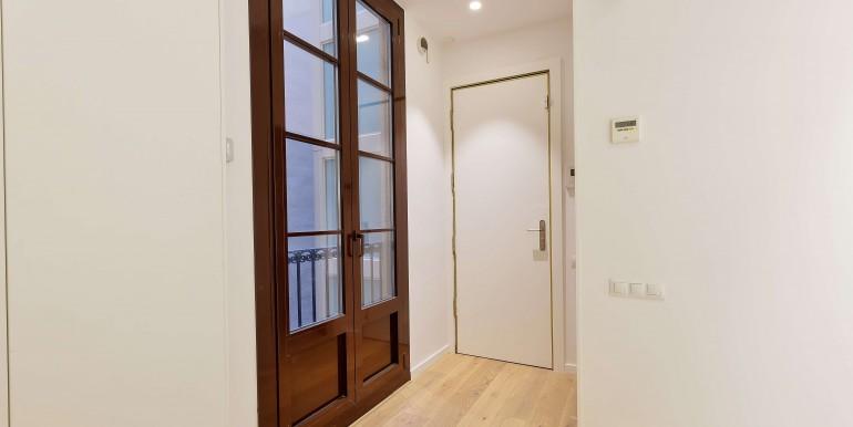 exquisito-piso-de-obra-nueva-en-venta-de-dos-habitaciones-junto-la-placa-medinaceli-recibidor-1