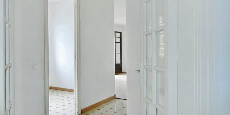 piso-en-venta-de-dos-habitaciones-en-tres-torres-pasillo-1