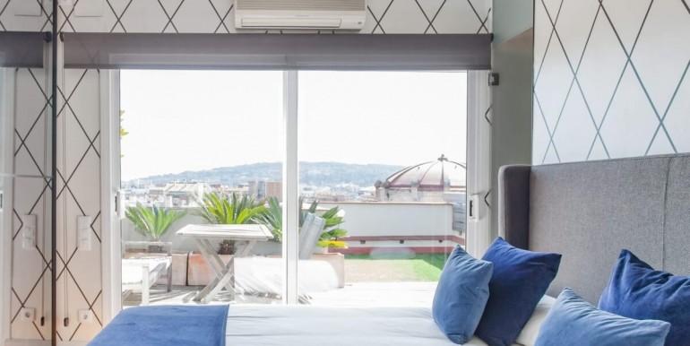 espectacular-atico-en-venta-con-licencia-turistica-habitacion-4