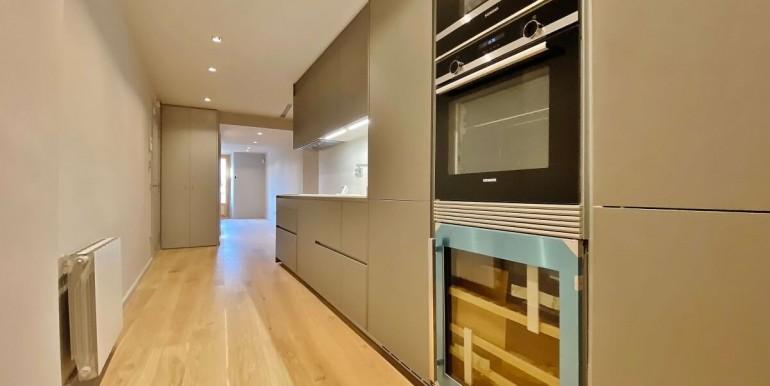 oportunidad-en-las-ramblas-de-barcelona-pack-de-tres-pisos-en-venta-cocina-2