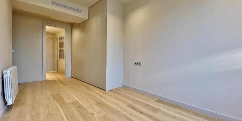 oportunidad-en-las-ramblas-de-barcelona-pack-de-tres-pisos-en-venta-habitacion-2