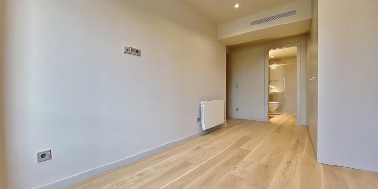 oportunidad-en-las-ramblas-de-barcelona-pack-de-tres-pisos-en-venta-habitacion-3