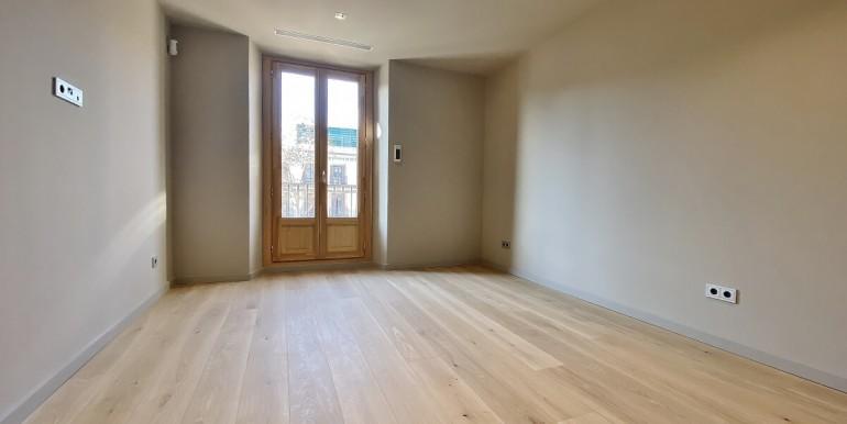 oportunidad-en-las-ramblas-de-barcelona-pack-de-tres-pisos-en-venta-salon-1