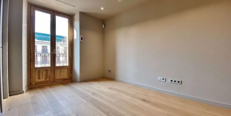 oportunidad-en-las-ramblas-de-barcelona-pack-de-tres-pisos-en-venta-salon-5