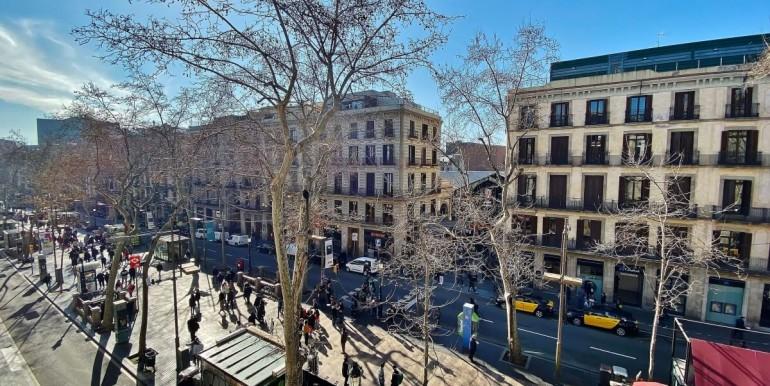 oportunidad-en-las-ramblas-de-barcelona-pack-de-tres-pisos-en-venta-vistas-1