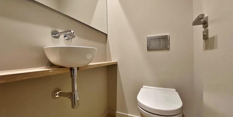 extraordinario-piso-en-venta-de-dos-habitaciones-junto-el-mercat-de-la-boqueria-bano-3