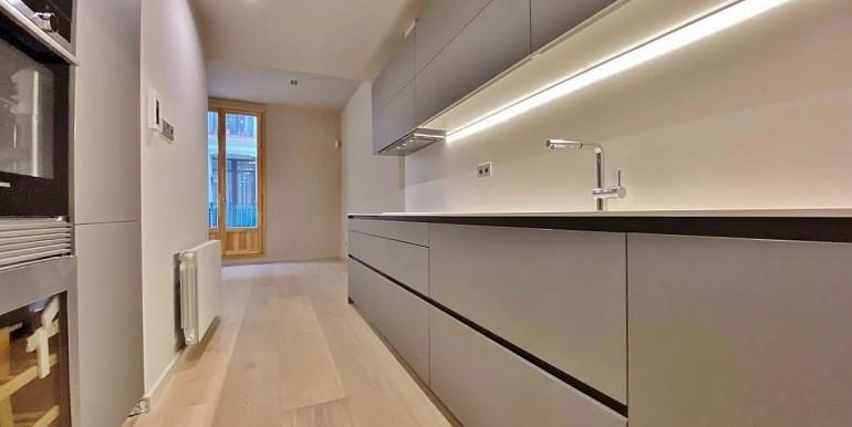extraordinario-piso-en-venta-de-dos-habitaciones-junto-el-mercat-de-la-boqueria-cocina-1