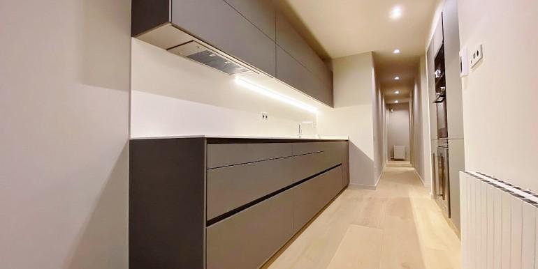 extraordinario-piso-en-venta-de-dos-habitaciones-junto-el-mercat-de-la-boqueria-cocina-2