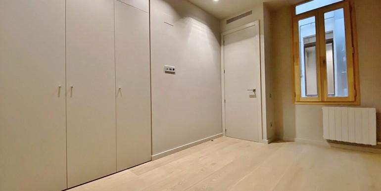 extraordinario-piso-en-venta-de-dos-habitaciones-junto-el-mercat-de-la-boqueria-habitacion-1