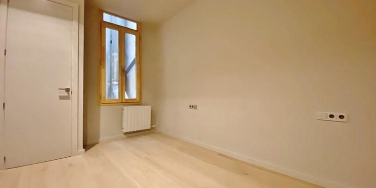 extraordinario-piso-en-venta-de-dos-habitaciones-junto-el-mercat-de-la-boqueria-habitacion-3
