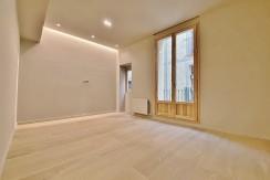 extraordinario-piso-en-venta-de-dos-habitaciones-junto-el-mercat-de-la-boqueria-salon-2