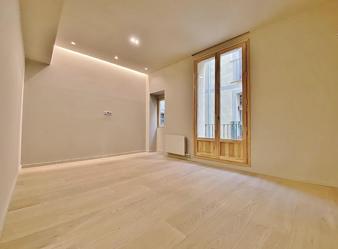 Extraordinario piso en venta de dos habitaciones junto el Mercat de la Boqueria