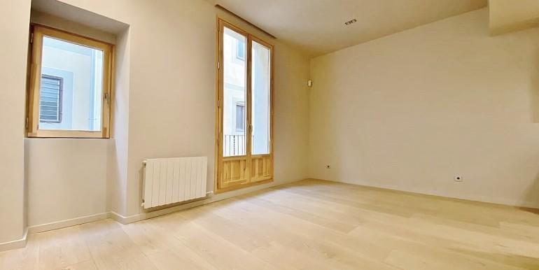 extraordinario-piso-en-venta-de-dos-habitaciones-junto-el-mercat-de-la-boqueria-salon-3