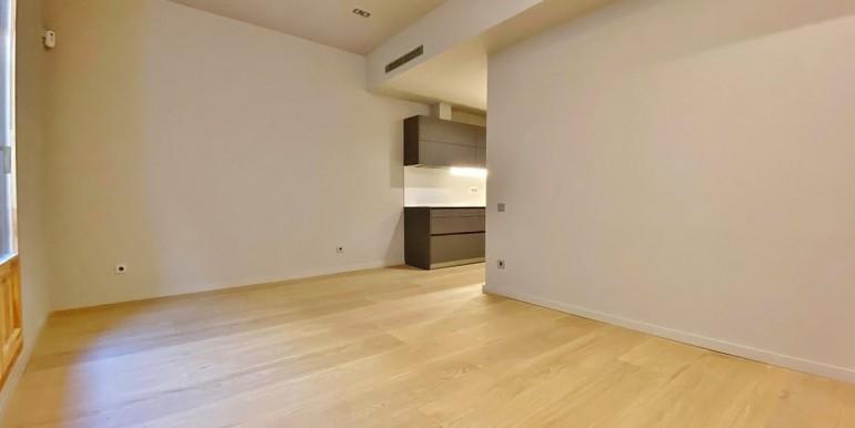 extraordinario-piso-en-venta-de-dos-habitaciones-junto-el-mercat-de-la-boqueria-salon-4