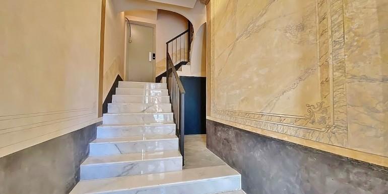 extraordinario-piso-en-venta-de-dos-habitaciones-junto-el-mercat-de-la-boqueria-vestibulo-1