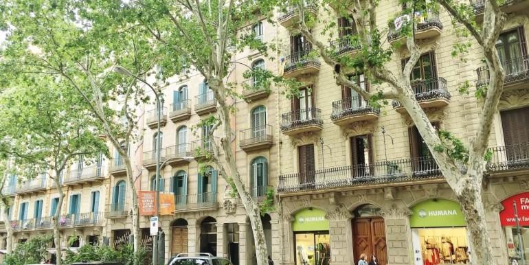 senorial-piso-venta-junto-placa-universitat-fachada-1