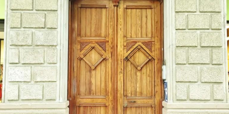 senorial-piso-venta-junto-placa-universitat-fachada-3