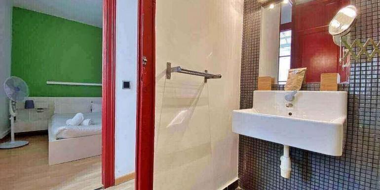 acogedor-apartamento-en-venta-con-licencia-turistica-junto-el-mercat-de-collblanc-bano-1