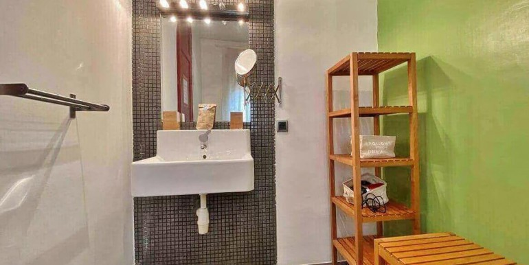 acogedor-apartamento-en-venta-con-licencia-turistica-junto-el-mercat-de-collblanc-bano-2