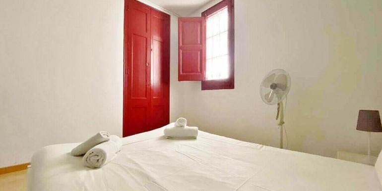 acogedor-apartamento-en-venta-con-licencia-turistica-junto-el-mercat-de-collblanc-habitacion-2