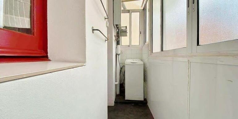 acogedor-apartamento-en-venta-con-licencia-turistica-junto-el-mercat-de-collblanc-lavadero-2