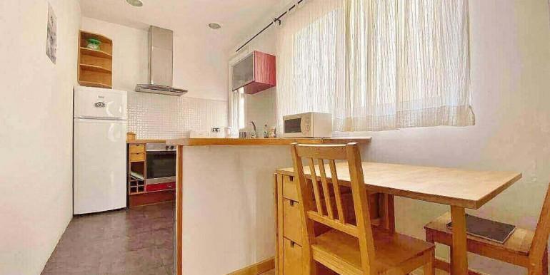 acogedor-apartamento-en-venta-con-licencia-turistica-junto-el-mercat-de-collblanc-salon-5