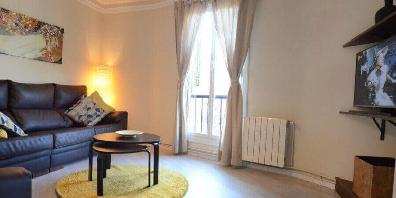 elegante-piso-alquiler-barrio-sant-antoni-salon-4