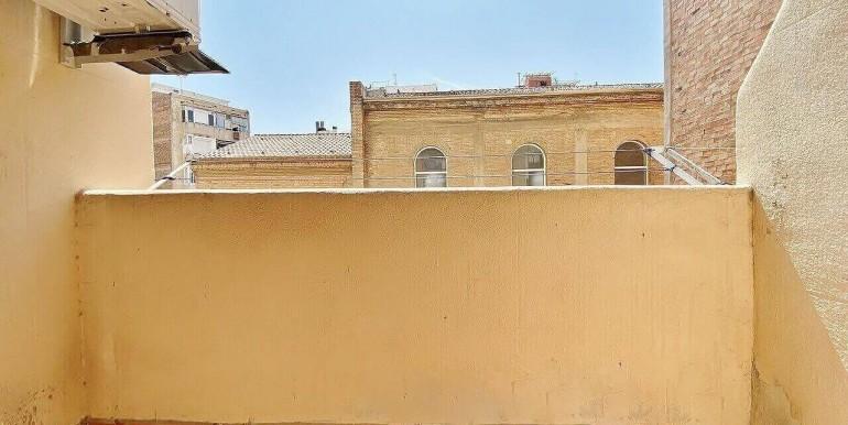 increible-piso-en-venta-con-cuatro-habitaciones-y-licencia-turistica-junto-placa-espanya-balcon-2