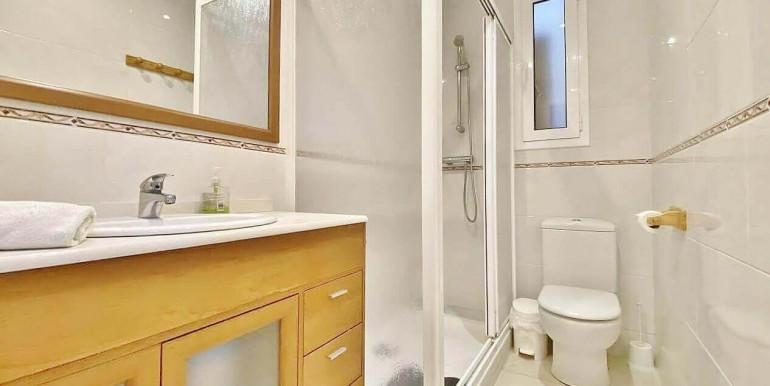 increible-piso-en-venta-con-cuatro-habitaciones-y-licencia-turistica-junto-placa-espanya-bano-1.1