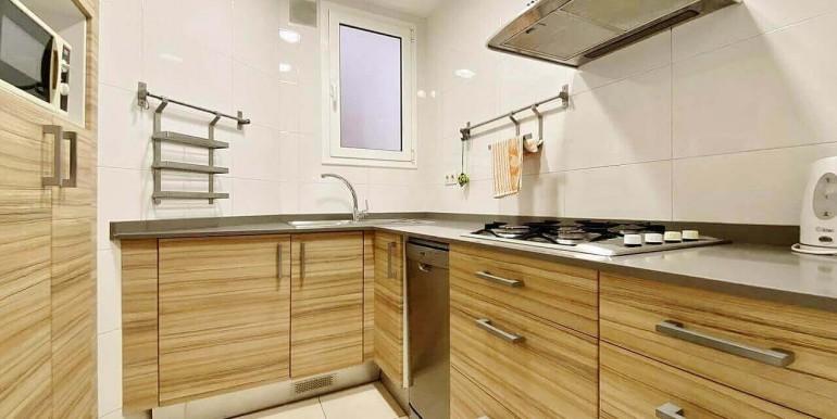 increible-piso-en-venta-con-cuatro-habitaciones-y-licencia-turistica-junto-placa-espanya-cocina-1