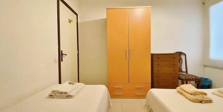 increible-piso-en-venta-con-cuatro-habitaciones-y-licencia-turistica-junto-placa-espanya-habitacion-13