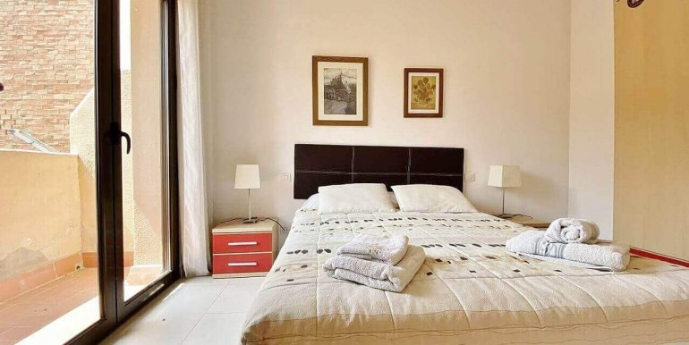 increible-piso-en-venta-con-cuatro-habitaciones-y-licencia-turistica-junto-placa-espanya-habitacion-2