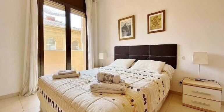 increible-piso-en-venta-con-cuatro-habitaciones-y-licencia-turistica-junto-placa-espanya-habitacion-3