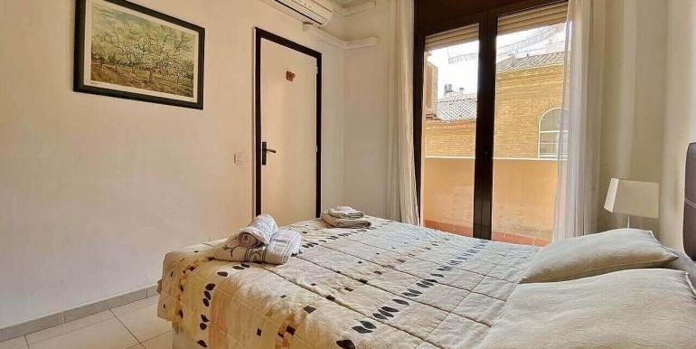 increible-piso-en-venta-con-cuatro-habitaciones-y-licencia-turistica-junto-placa-espanya-habitacion-4