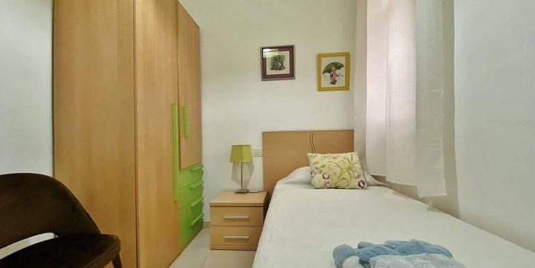 increible-piso-en-venta-con-cuatro-habitaciones-y-licencia-turistica-junto-placa-espanya-habitacion-7