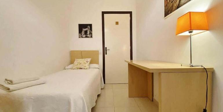 increible-piso-en-venta-con-cuatro-habitaciones-y-licencia-turistica-junto-placa-espanya-habitacion-9.3