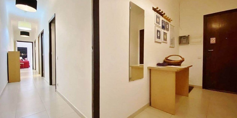 increible-piso-en-venta-con-cuatro-habitaciones-y-licencia-turistica-junto-placa-espanya-recibidor-1