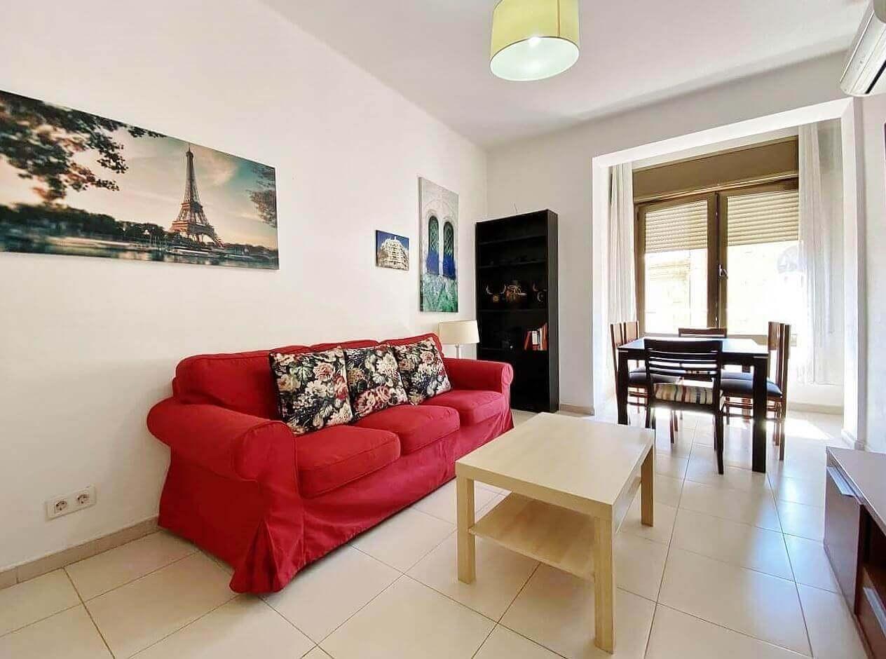 Increíble piso en venta con cuatro habitaciones y licencia turística junto Plaça Espanya